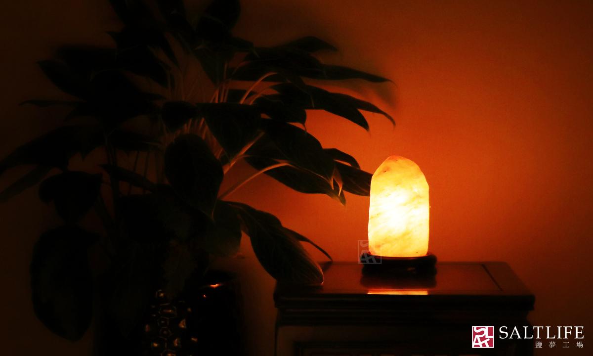鹽燈,鹽夢工場,玫瑰鹽燈,鹽晶,台北鹽燈,鴿血紅,燈飾